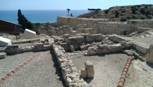 Koùrion, Ausgrabungen und Blick zum Theater (640x362)