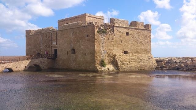 Mittelalterliche-Festung-Pafos-1-640x360